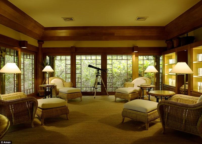 В здании клуба есть богатая библиотека для книголюбов и телескоп для звездочетов Филтппины, курорт, остров