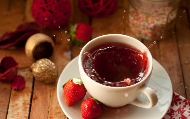 food_drinks_tea_with_strawberry_033319_